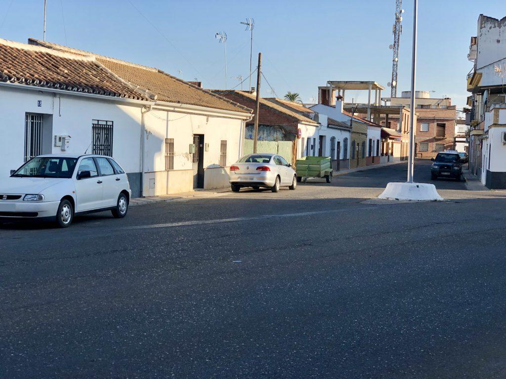 Calle Laguna en el cruce con Paseo Blas Infante de Fuente Palmera